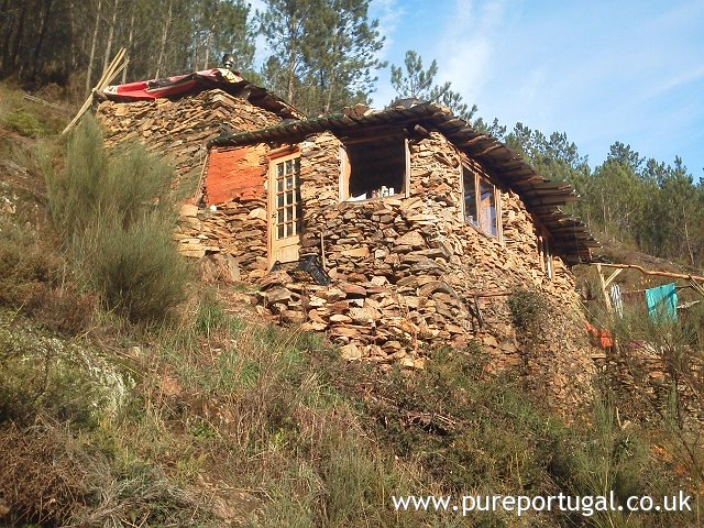 rufr25 off grid cottage pure portugal